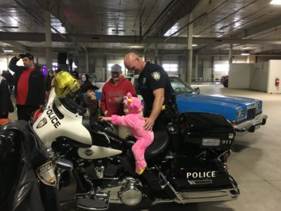 Lincoln Police Department Trunk or Treat participants